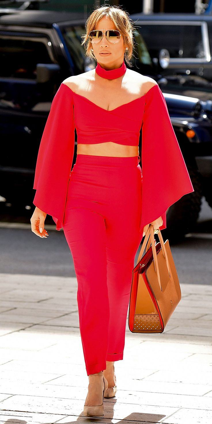 detail-bombshell-sexy-style-type-street-style-red-match-bellsleeve-crop-top-choker-pants-jenniferlopez-sunglasses.jpg