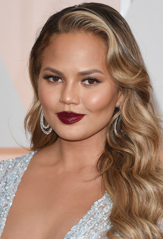 makeup-berrylip-bombshell-sexy-style-type-chrissyteigen-red-hoop-earrings-sequin-dress-wavy-hair-blonde.jpg