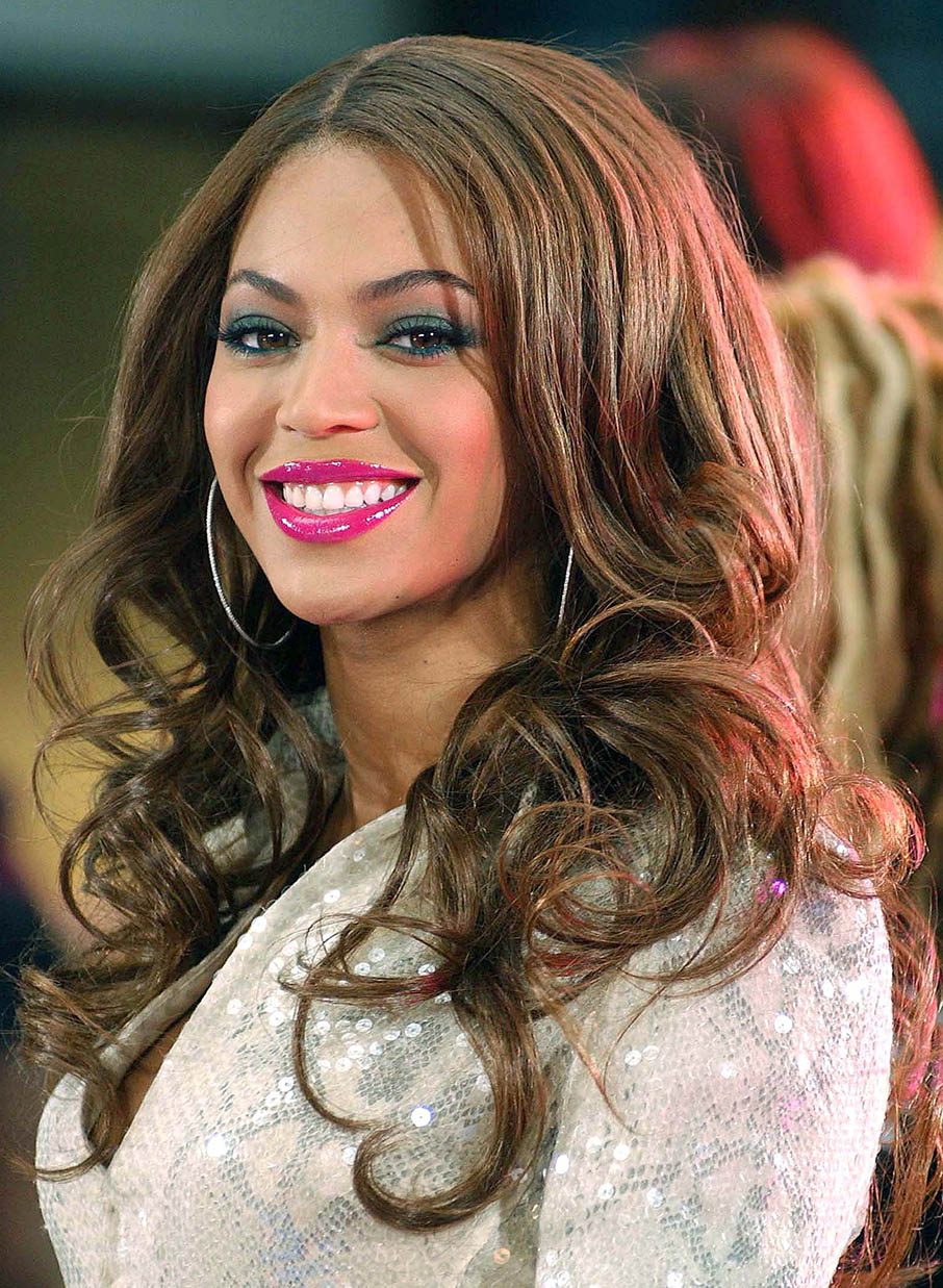 makeup-beyonce-bombshell-sexy-style-type-wavy-hair-long-pink-lip-eyeshadow-hoop-earrings.jpg