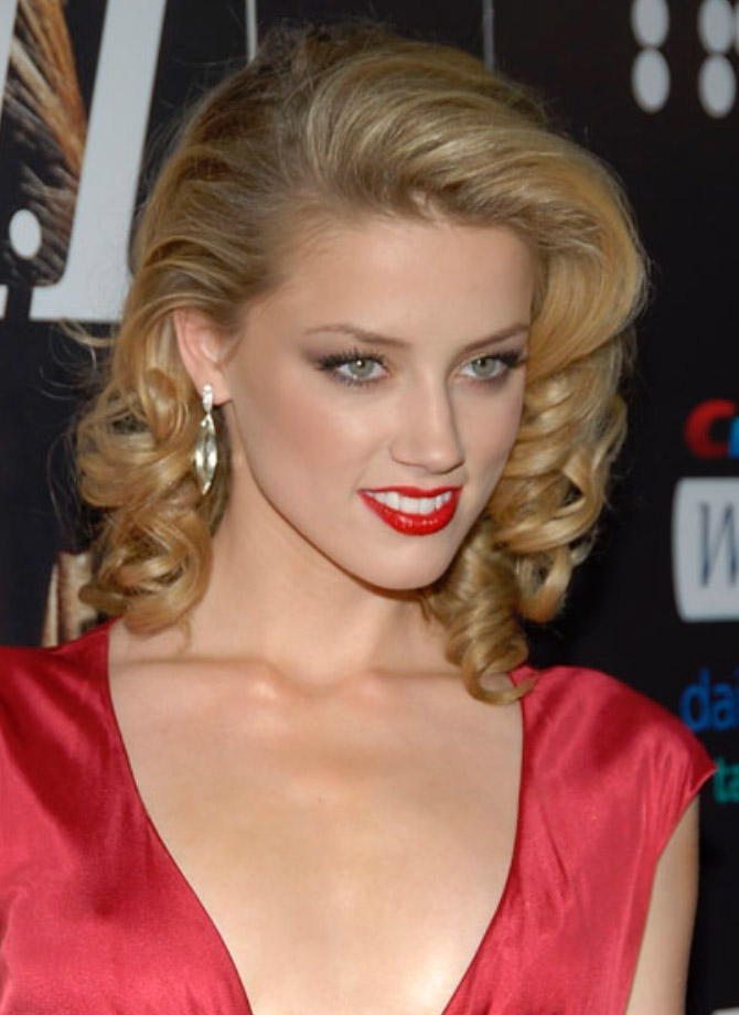 hair-bombshell-sexy-style-type-amberheard-makeup-blonde-curled-old-hollywood-earrings-red-lips-dress-fairskin-sidepart.jpg