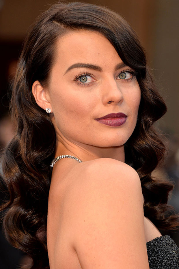 hair-bombshell-sexy-style-type-margotrobbie-academy-awards-2014-brunette-long-wavy-strapless-dark.jpg