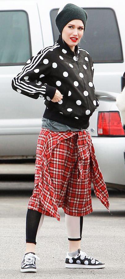 detail-rebel-grunge-style-type-gwenstefani-polkadot-jacket-red-black-beanie-leggings-sneakers-match-redlips.jpg