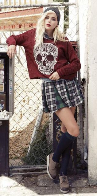 detail-rebel-grunge-style-type-plaid-mini-skirt-pleated-sweater-skull-beanie-blonde-kneesocks-brogues.jpg