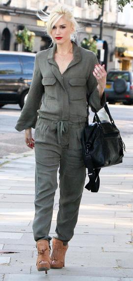 key-rebel-grunge-style-type-gwenstefani-street-style-olive-green-jumpsuit-cargo-loose-blonde-heels-black-bag-streetstyle.jpg
