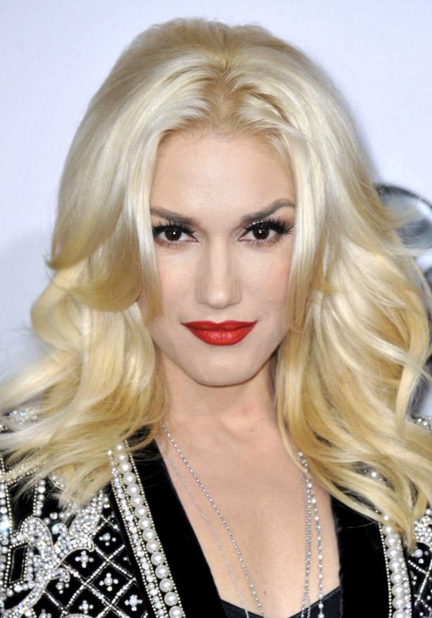 makeup-rebel-grunge-style-type-gwenstefani-blonde-red-lips-blonde-hair-wavy-fairskin.jpg