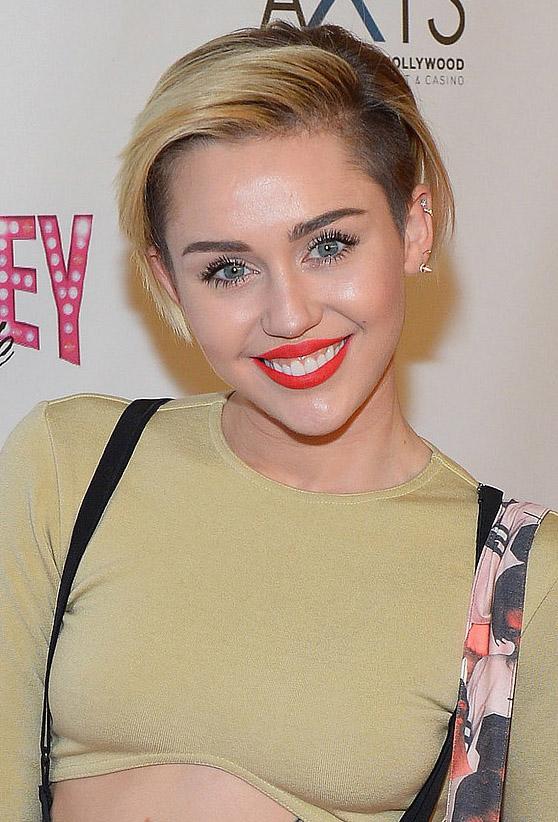 makeup-rebel-grunge-style-type-mileycyrus-blonde-hair-short-red-lips.jpg