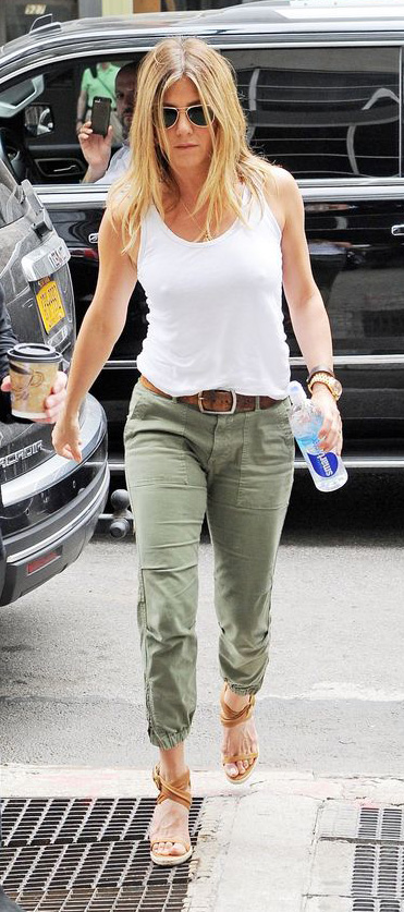 detail-natural-sporty-style-type-jenniferaniston-newyork-chinos-white-tank-olive-green-belt-wedge-sandals.jpg