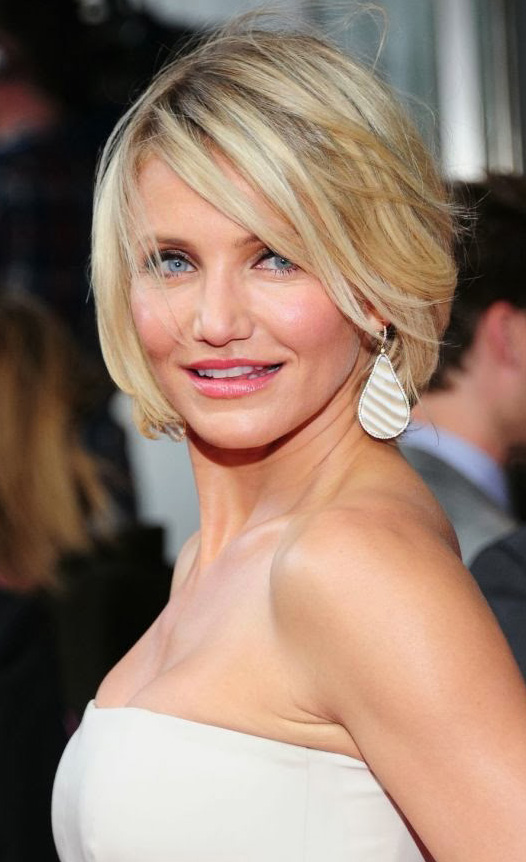 jewelry-natural-sporty-style-type-camerondiaz-big-earrings-white-strapless-dress-short-hair.jpg