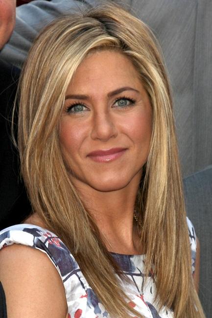 makeup-natural-sporty-style-type-jenniferaniston-blonde-blue-eyes-bareface-print-dress-straight-hair.jpg