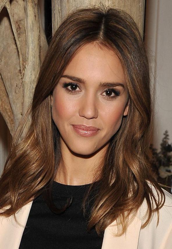makeup-natural-sporty-style-type-jessicaalba-wavy-loose-brunette-hair.jpg