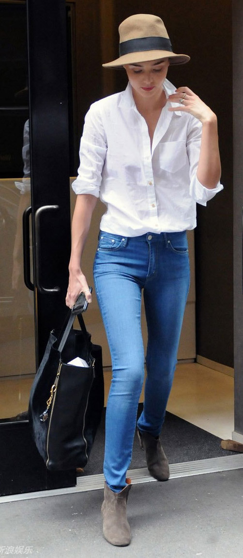 comfortable-classic-style-type-white-button-down-shirt-mirandakerr-newyork.jpg