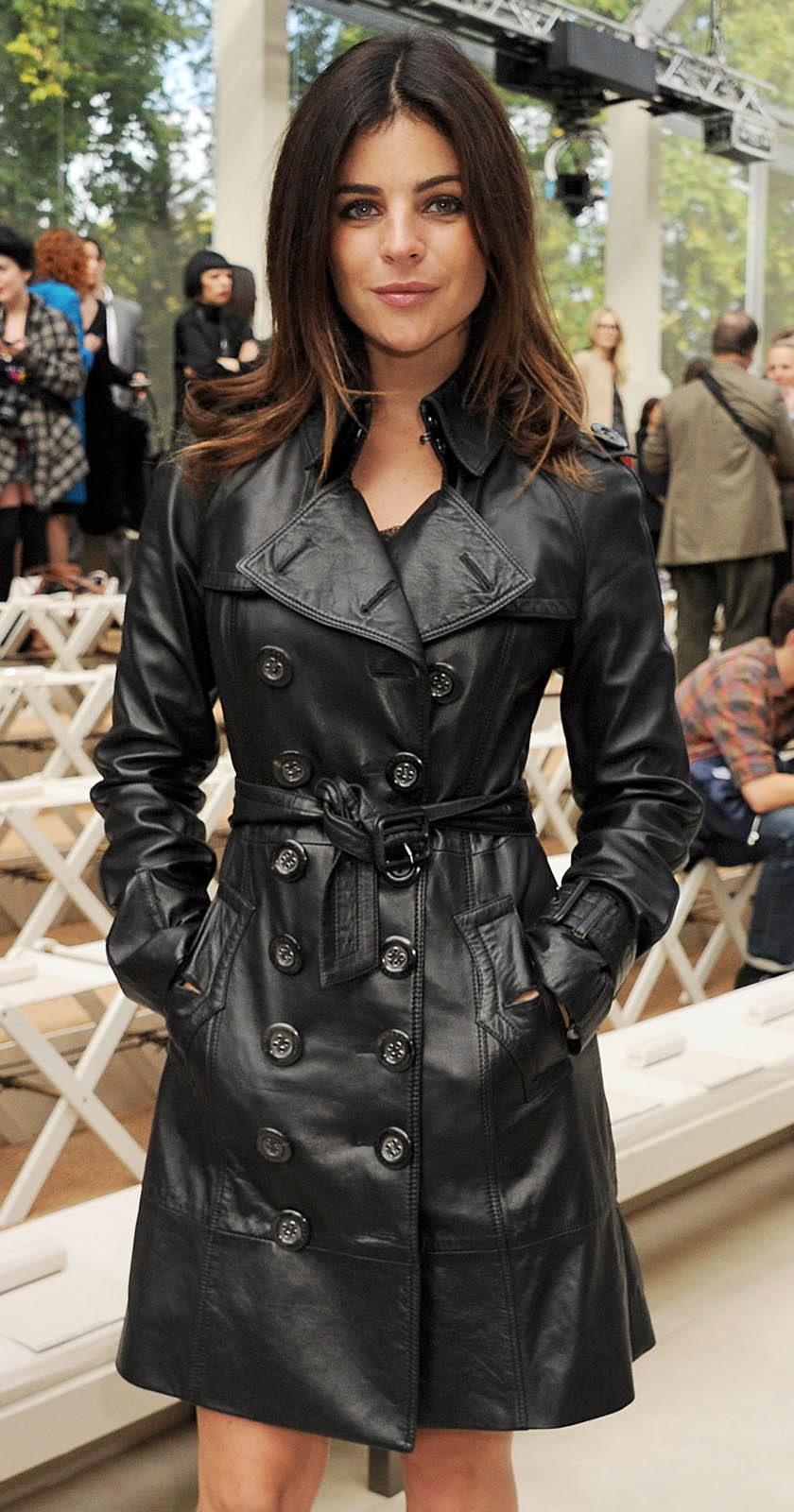 detail-classic-style-type-trench-coat-black-simple.jpg