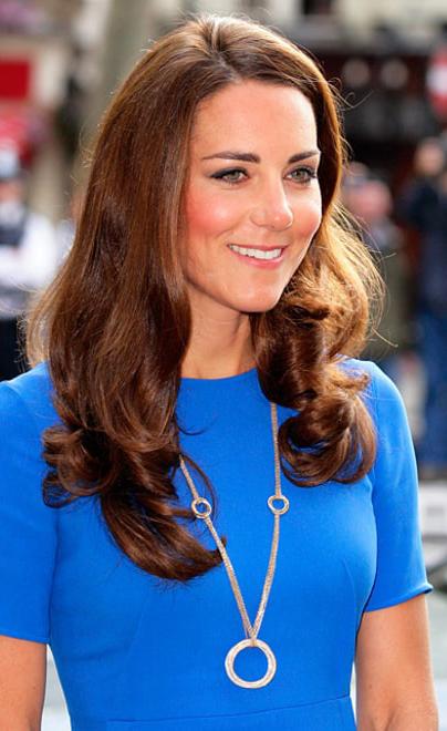 jewelry-classic-style-type-katemiddleton-necklace-pendant-circular-blue-dress.jpg