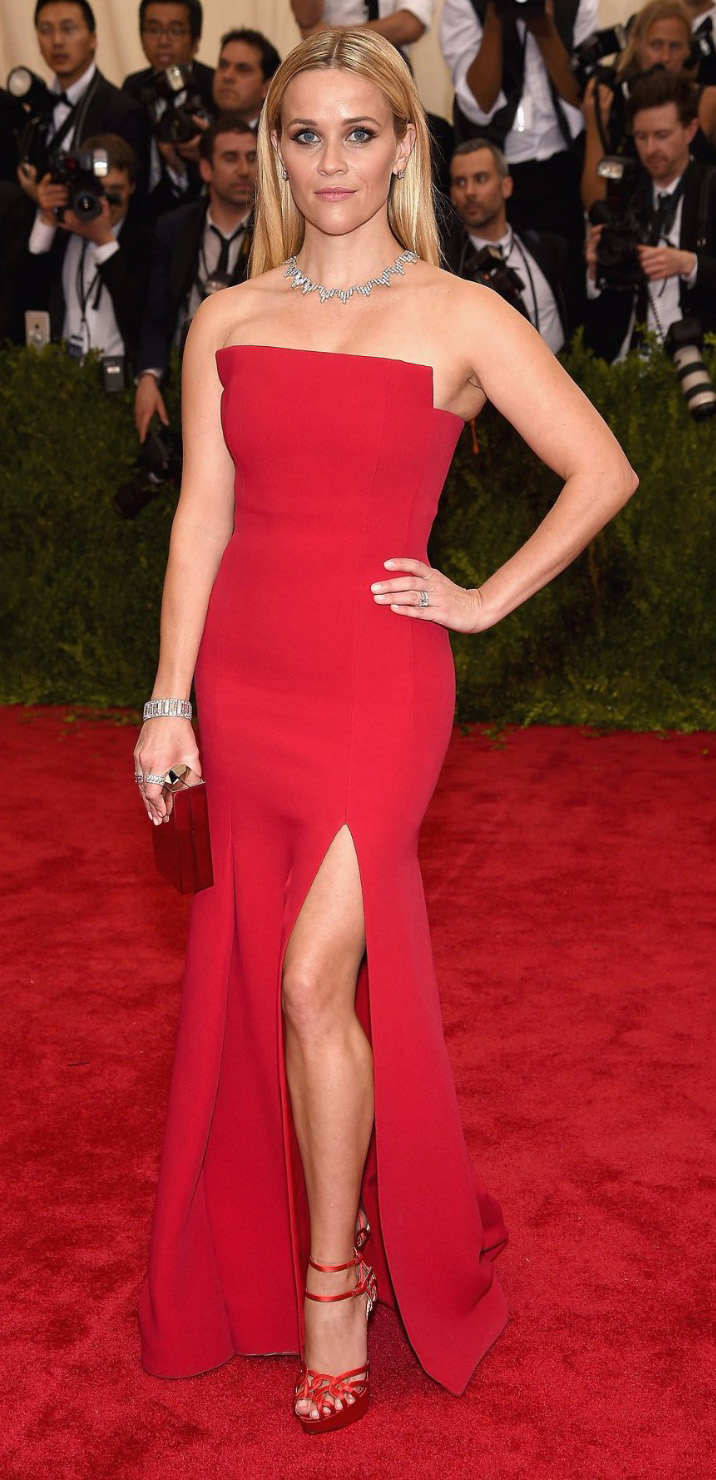 elegant-classic-style-metgala-reesewitherspoon-red-dress-gown-strapless-blonde-redcarpet.jpg