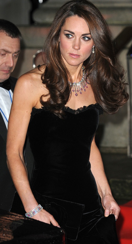 elegant-classic-style-type-katemiddleton-duchess-catherine-black-dress-gown-velvet-princess-diamonds.jpg