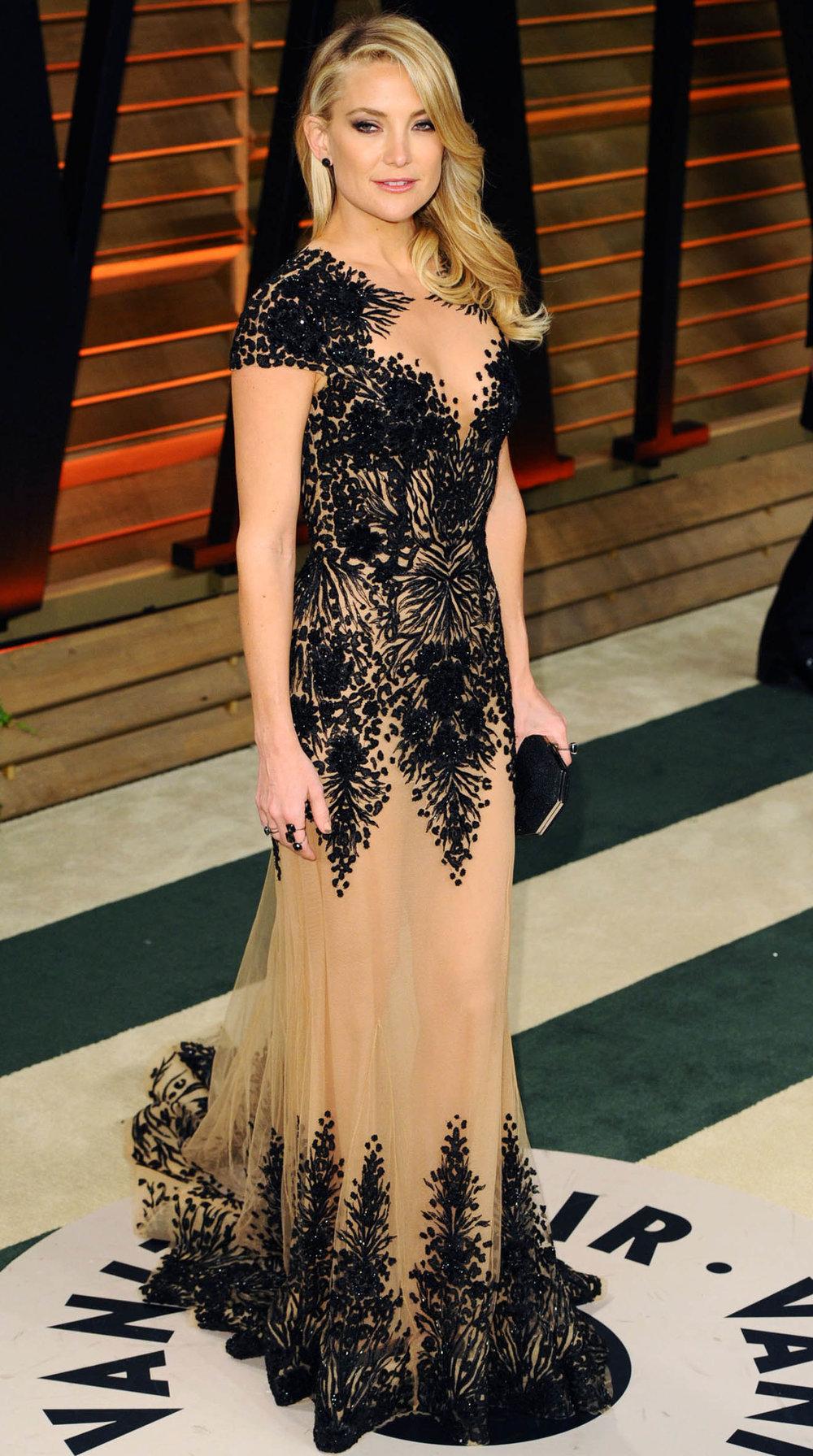 elegant-bohemian-style-type-katehudson-nudeandblack-dress-lace-redcarpet.jpg