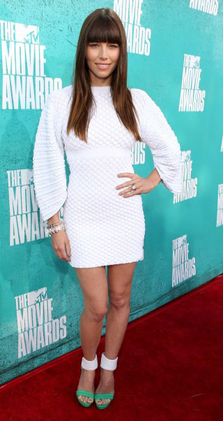 elegant-romantic-girly-style-type-white-mini-dress-longsleeve-jessicabiel-green-sandals-bangs-long-hair-redcarpet-fashion.jpg