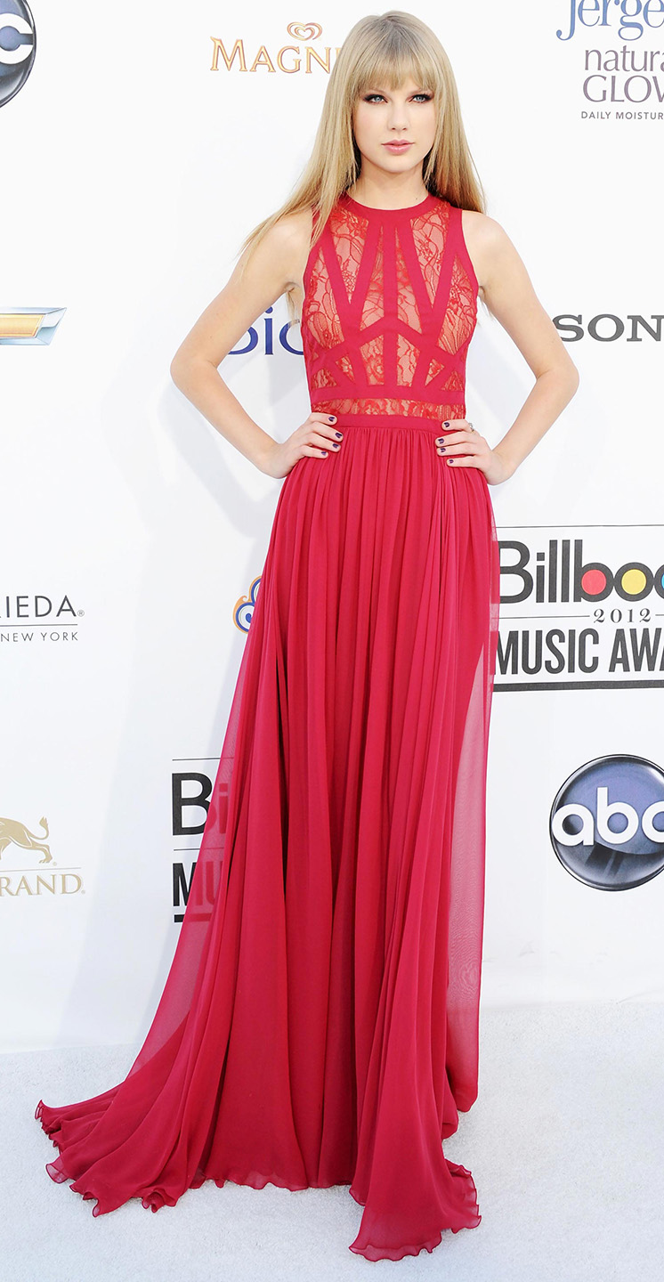 elegant-romantic-girly-style-type-taylorswift-red-gown-blonde-redcarpet.jpg