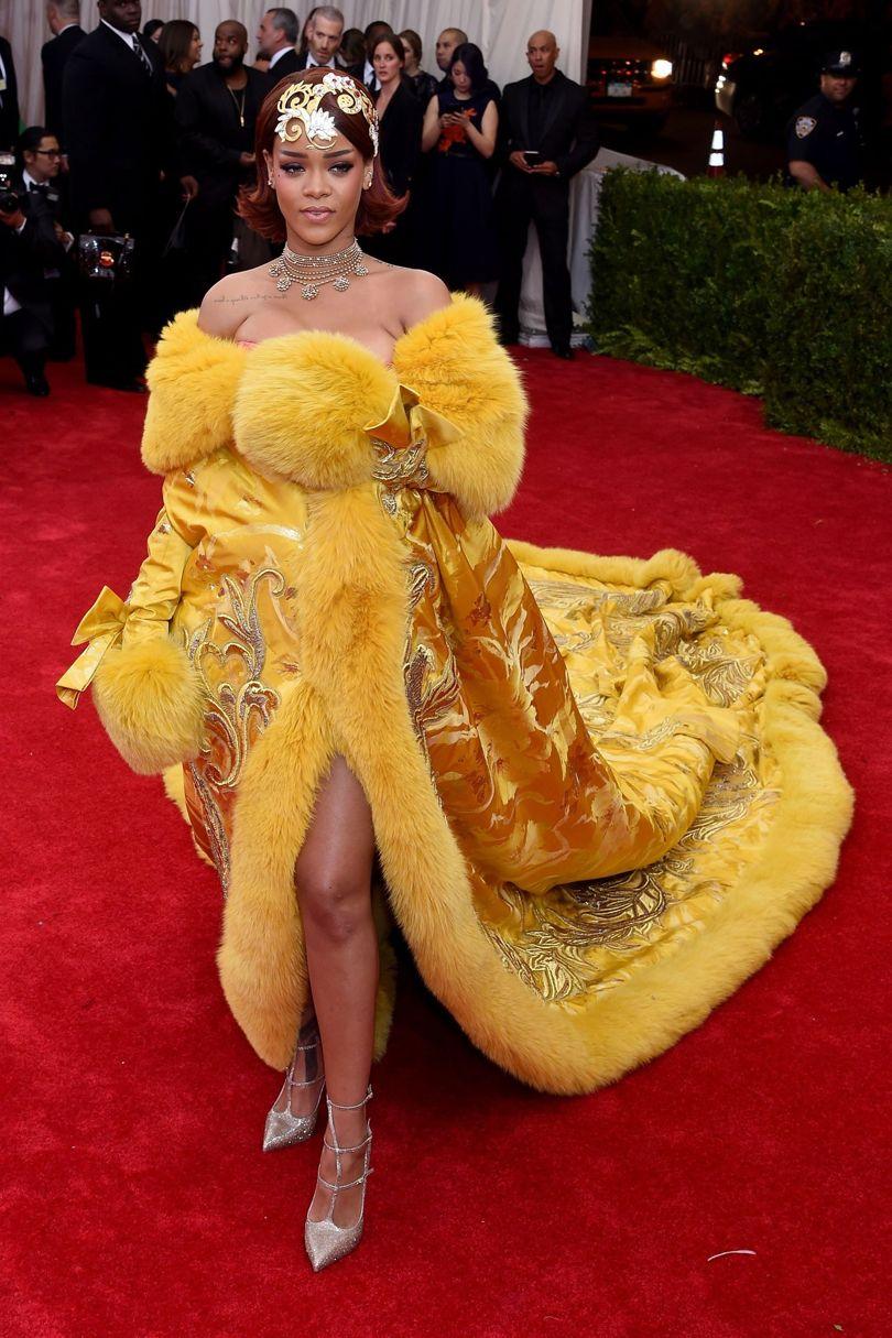 elegant-trendsetter-style-type-fashion-yellow-gown-oversized-fur-princess-rihanna-jewel-headpiece-necklace-redcarpet.jpg