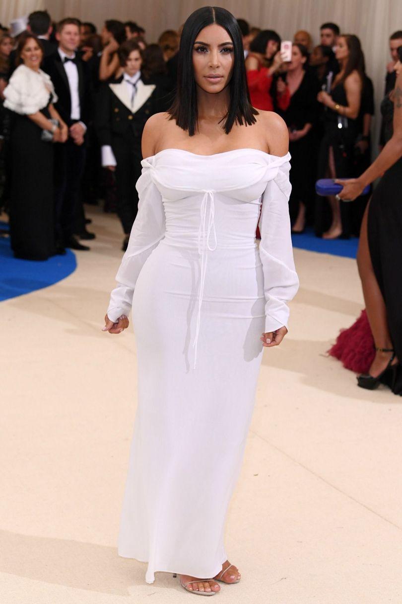 elegant-dramatic-style-type-kimkardashian-offshoulder-white-drss-gown-redcarpet-fashion.jpg