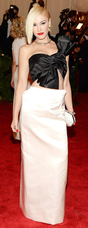 elegant-rebel-grunge-style-type-gwenstefani-white-black-dress-gown-bow-big-blonde-updo-asymmetrical-necklace.jpg