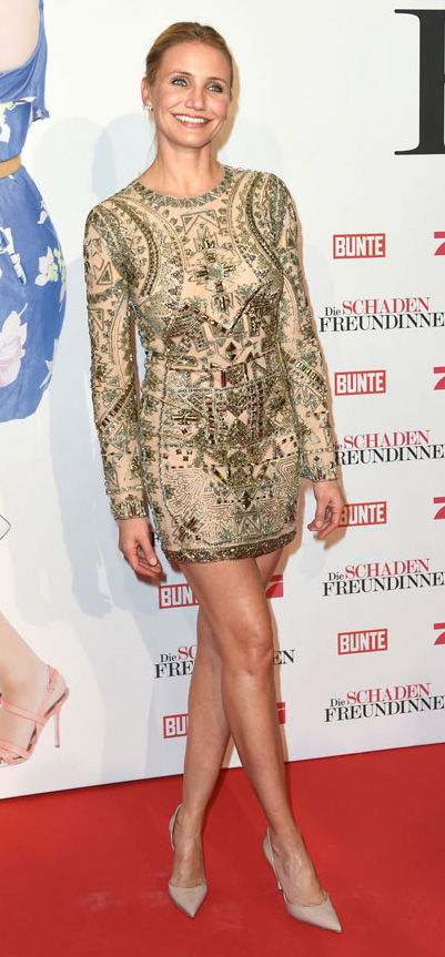elegant-natural-sporty-style-type-camerondiaz-gold-minidress-embellished-longsleeve-updo-nudepumps.jpg