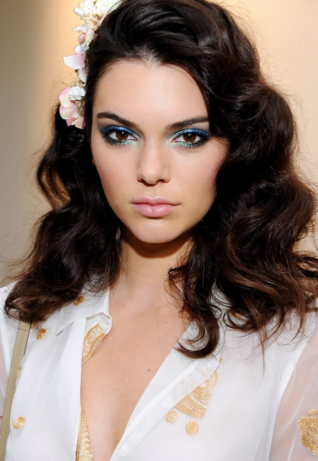 makeup-romantic-girly-style-type-kendalljenners-blue-eyeshadow-runway-waves-hair-flower.jpg