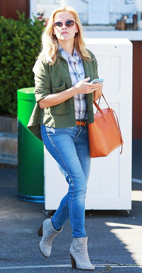 blue-light-skinny-jeans-blue-light-plaid-shirt-belt-green-olive-jacket-utility-gray-shoe-booties-sun-cognac-bag-tote-reesewitherspoon-fashion-blonde-spring-summer-weekend.jpg
