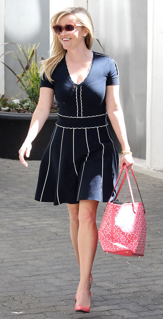 blue-navy-dress-aline-pink-shoe-sandalh-sun-pink-bag-tote-reesewitherspoon-howtowear-style-spring-summer-blonde-work.jpg