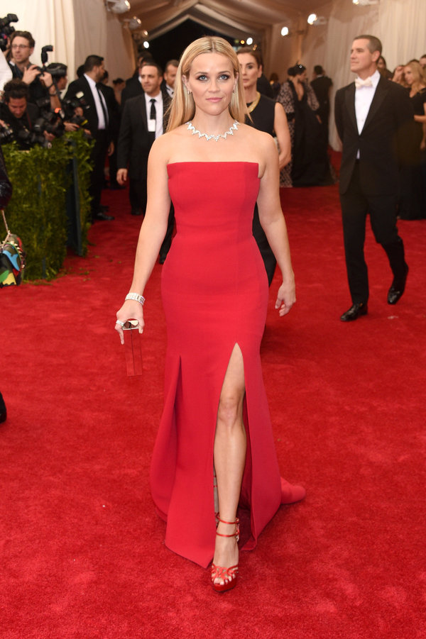 red-dress-gown-strapless-necklace-red-shoe-sandalh-reesewitherspoon-howtowear-style-spring-summer-blonde-elegant.jpeg