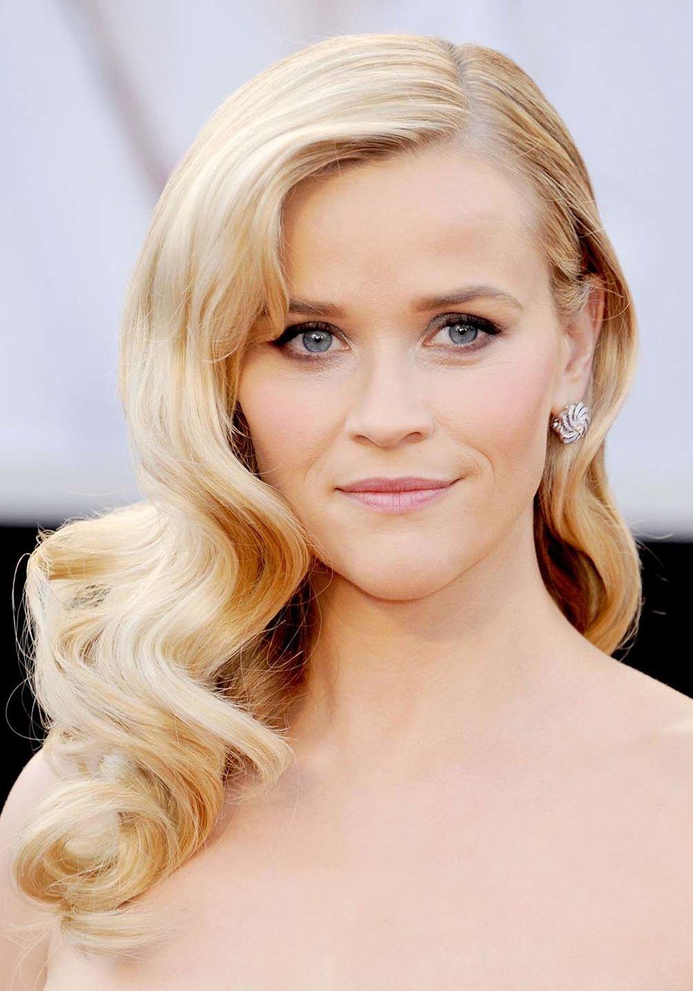 hair-reesewitherspoon-haircut-blonde-wavy-long.jpg