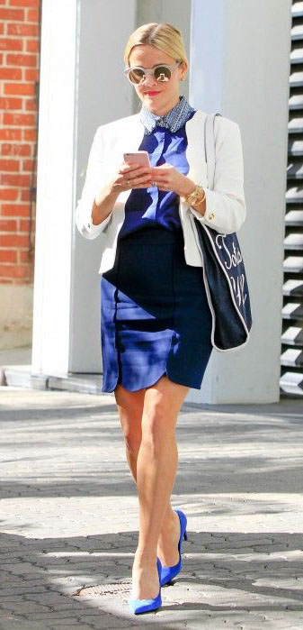 blue-navy-pencil-skirt-blue-med-top-blouse-white-jacket-sun-bun-blue-navy-bag-tote-blue-shoe-pumps-reesewitherspoon-howtowear-style-spring-summer-blonde-work.jpg