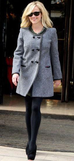 grayl-jacket-coat-black-tights-sun-black-shoe-sandalh-reesewitherspoon-howtowear-style-fall-winter-blonde-dinner.jpg