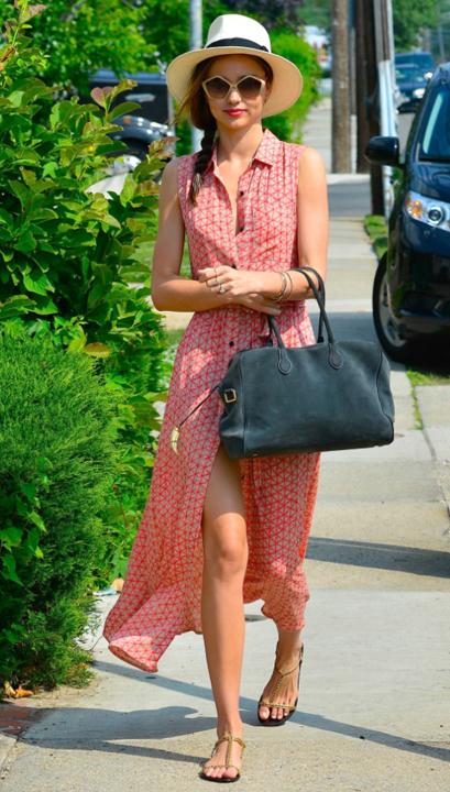 red-dress-zprint-grap-gray-bag-tan-shoe-sandals-hat-panama-sun-braid-maxi-wear-style-fashion-spring-summer-mirandakerr-street-hairr-classic-lunch.jpg