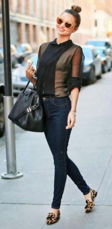 blue-navy-skinny-jeans-black-top-blouse-sheer-mirandakerr-wear-outfit-fashion-fall-winter-celebrity-streetstyle-tan-shoe-flats-leopard-black-bag-sun-bun-hairr-classic-lunch.jpg