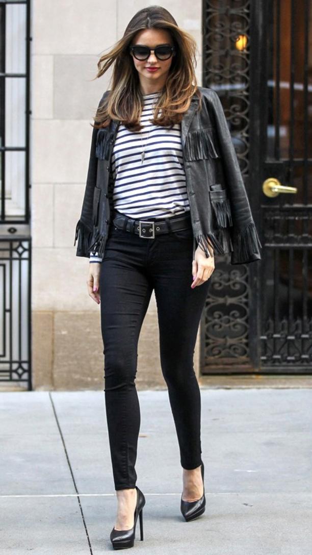 black-skinny-jeans-blue-navy-tee-stripe-howtowear-style-fashion-fall-winter-black-jacket-leather-belt-necklace-black-shoe-pumps-necklace-mirandakerr-model-street-hairr-classic-lunch.jpg