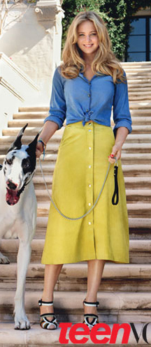 yellow-midi-skirt-blue-med-top-collared-shirt-chambray-black-shoe-sandalh-jenniferlawrence-style-spring-summer-blonde-lunch.jpg