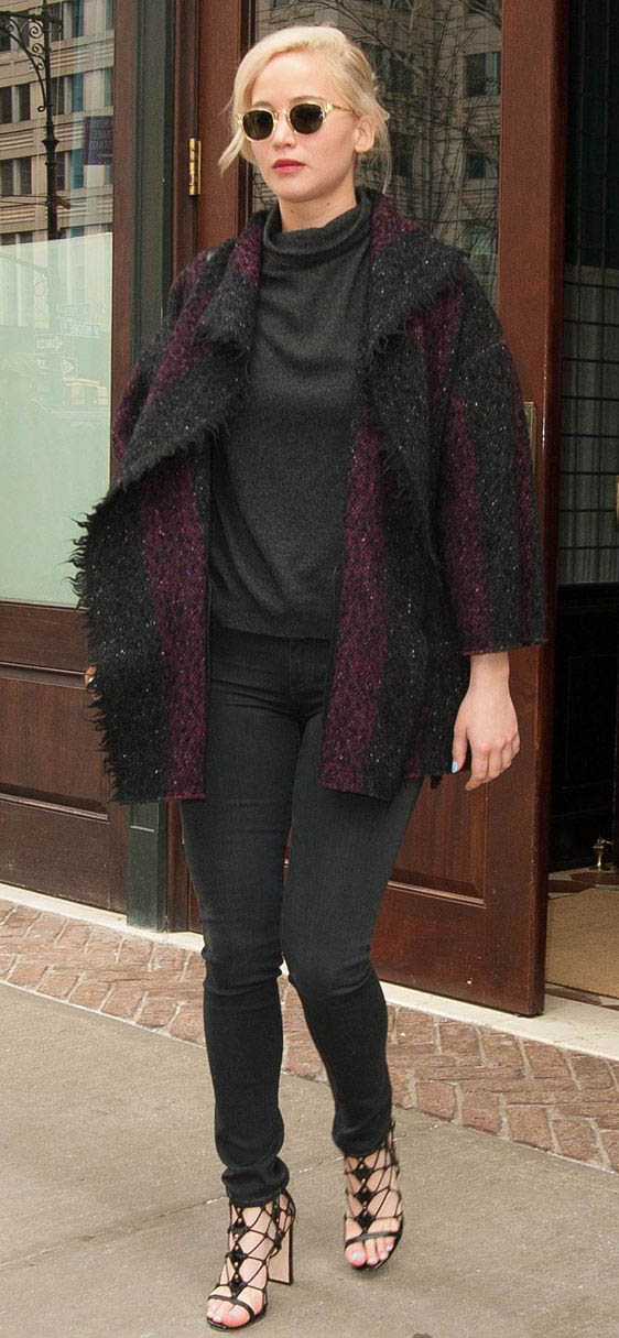 black-skinny-jeans-black-sweater-turtleneck-purple-royal-cardigan-black-shoe-sandalh-sun-jenniferlawrence-style-fall-winter-blonde-lunch.jpg