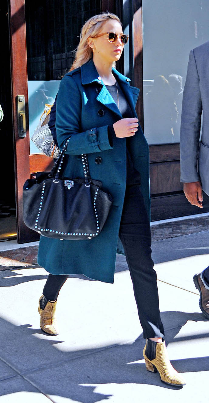 black-slim-pants-blue-med-jacket-coat-black-bag-sun-tan-shoe-booties-jenniferlawrence-style-fall-winter-blonde-lunch.jpg