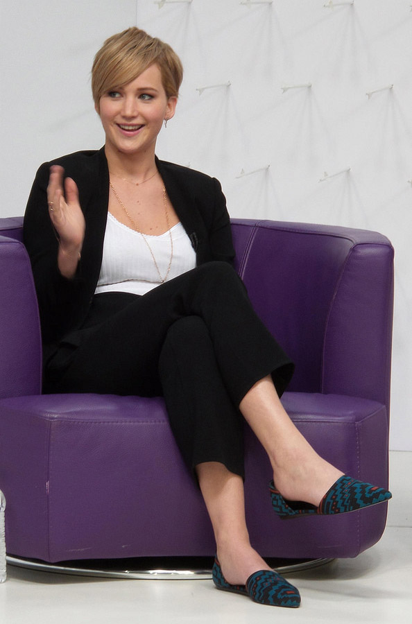 black-slim-pants-white-tee-black-jacket-blazer-blue-shoe-flats-jenniferlawrence-style-spring-summer-blonde-work.jpg