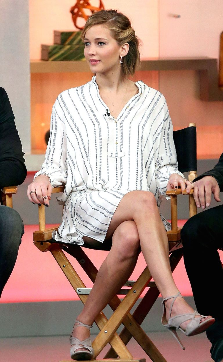 white-dress-zprint-stripe-gray-shoe-sandalh-earrings-shirt-wear-style-fashion-spring-summer-jenniferlawrence-celebrity-blonde-classic-work.jpg