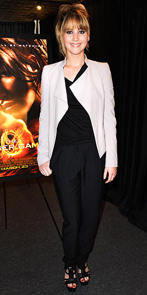 black-joggers-pants-black-top-white-jacket-pony-black-shoe-sandalh-jenniferlawrence-style-fall-winter-hairr-work.jpg