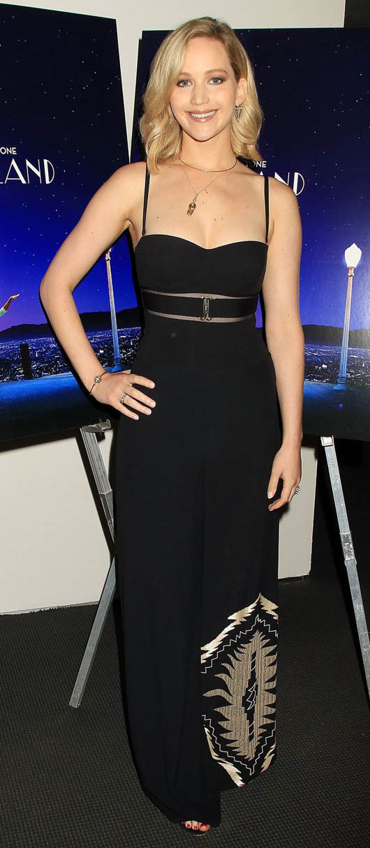 black-dress-maxi-necklace-jenniferlawrence-style-spring-summer-blonde-dinner.jpg