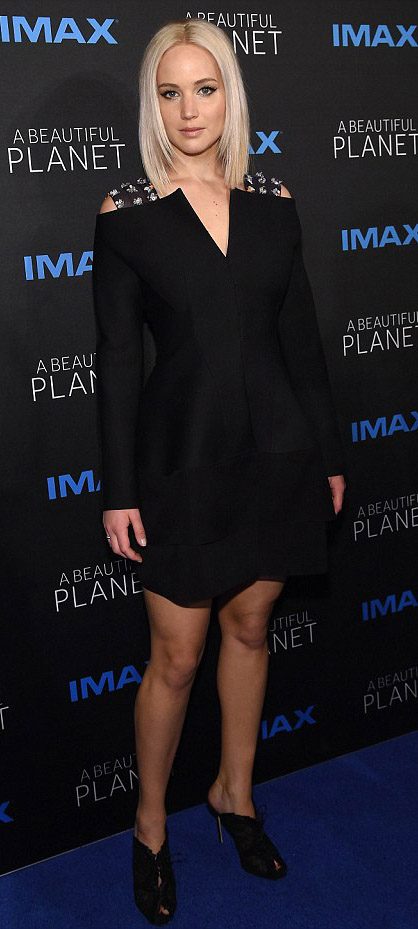 black-dress-mini-longsleeve-lbd-black-shoe-sandalh-jenniferlawrence-style-spring-summer-blonde-dinner.jpg