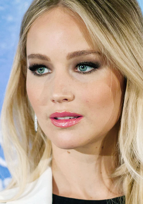 hair-jenniferlawrence-makeup-pink-lips-blonde-smokey-eyeshadow.jpg