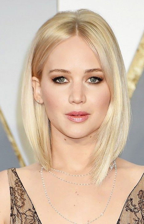 hair-jenniferlawrence-blonde-lob-straight-makeup-eyeshadow-bronze.jpg