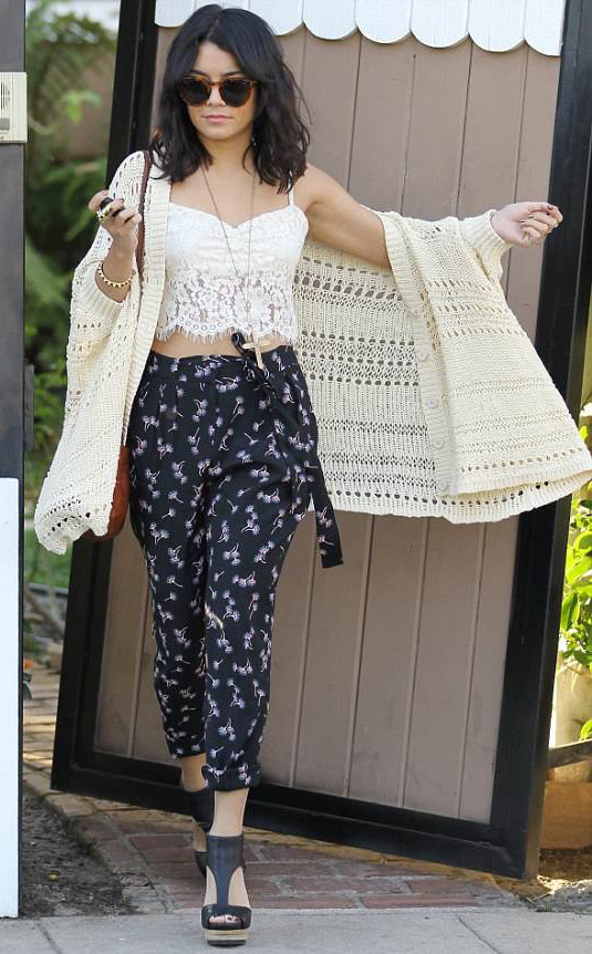 black-joggers-pants-floral-print-white-top-crop-lace-white-cardigan-brown-bag-sun-necklace-black-shoe-sandalw-vanessahudgens-spring-summer-brun-lunch.jpg
