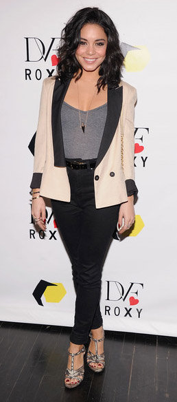 black-skinny-jeans-grayl-top-tank-white-jacket-blazer-tuxedo-belt-gray-shoe-sandalh-necklace-pend-vanessahudgens-spring-summer-brun-work.jpg