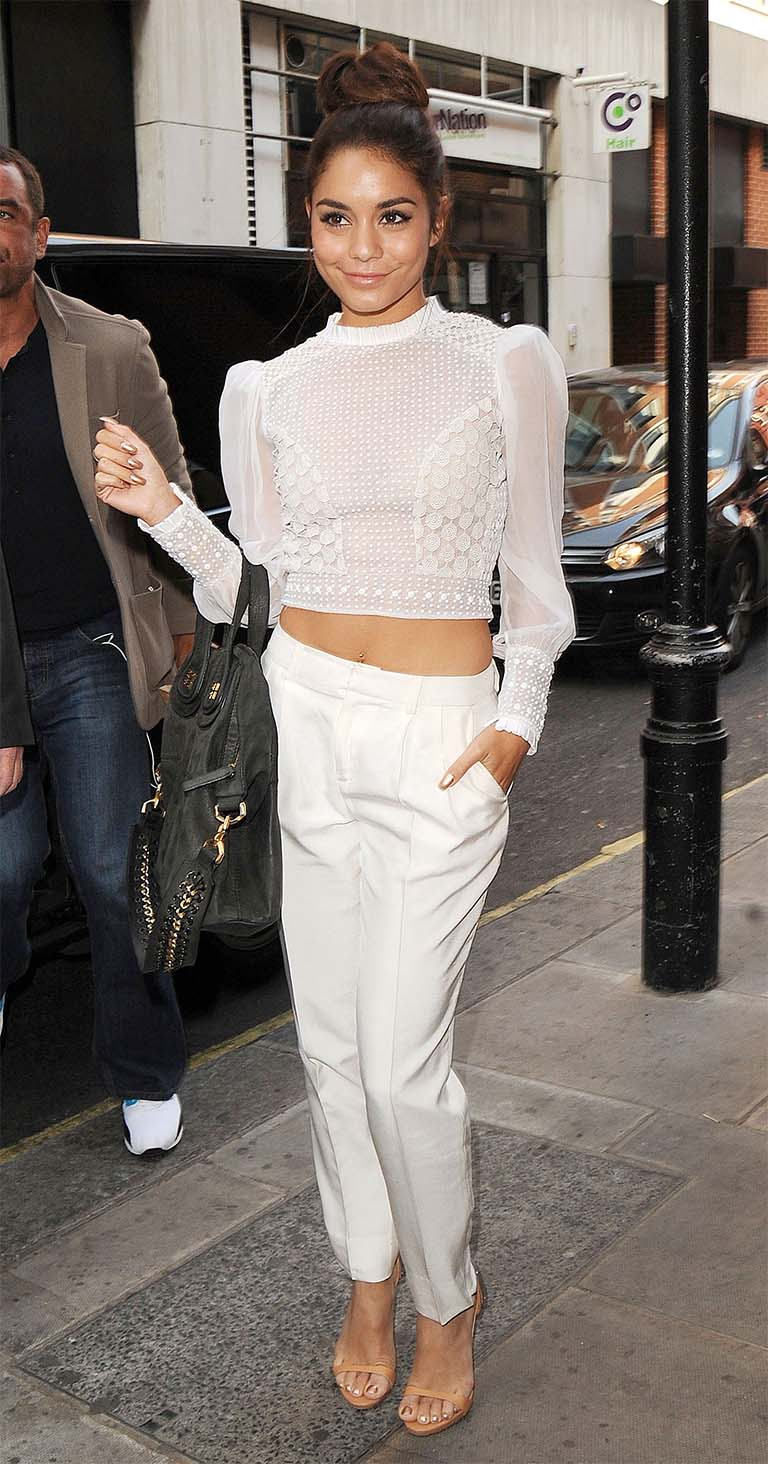 white-joggers-pants-white-top-crop-longsleeve-bun-black-bag-tan-shoe-sandalh-vanessahudgens-spring-summer-brun-dinner.jpg