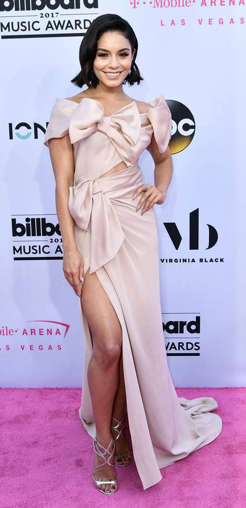 pink-light-dress-gown-bows-gray-shoe-sandalh-slit-vanessahudgens-spring-summer-brun-elegant.jpg